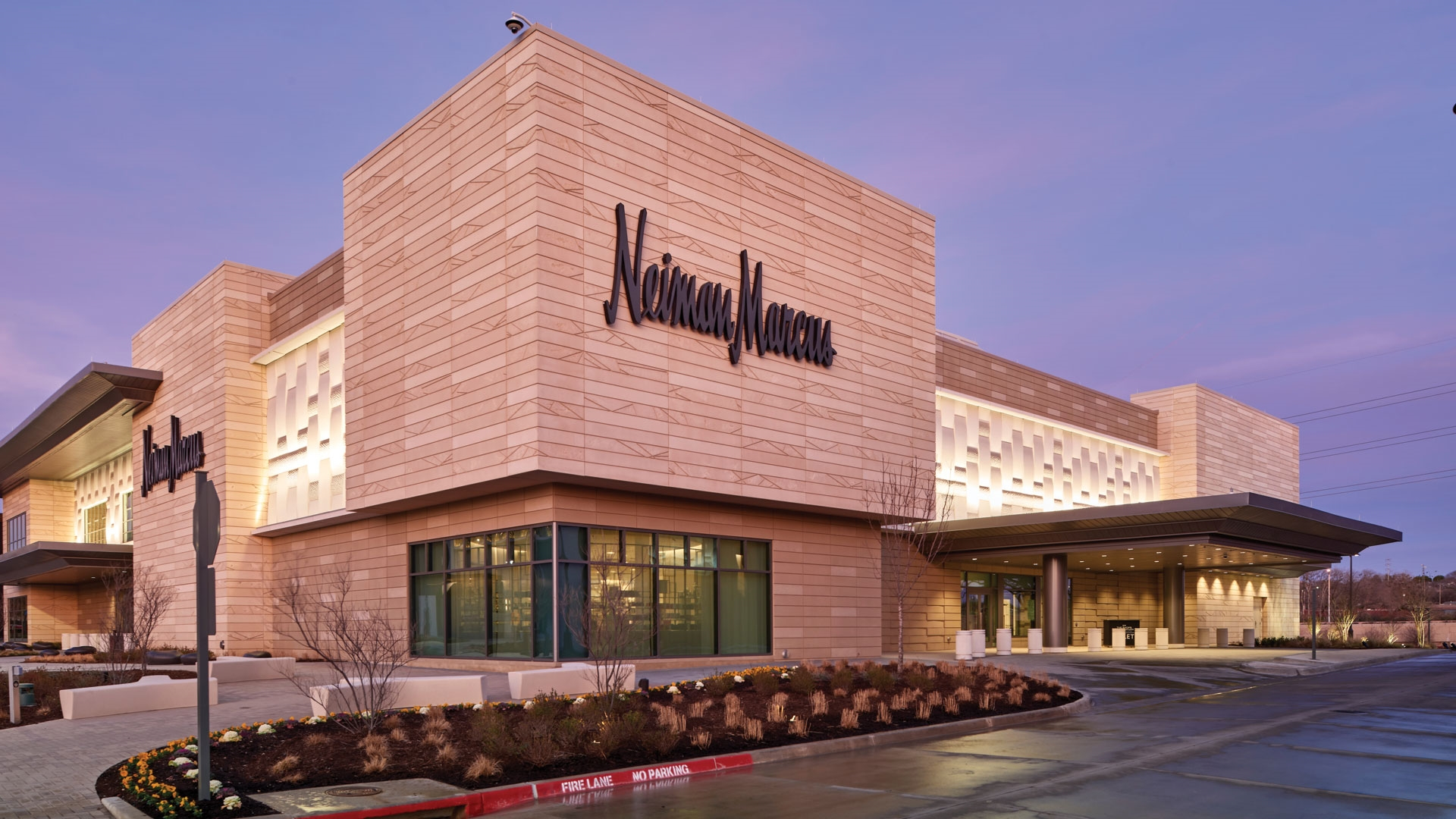 Neiman Marcus – Shops at Clearfork
